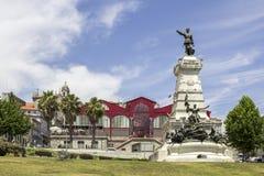 波尔图,葡萄牙- 2015年7月04日:费雷拉博尔赫斯市场 免版税图库摄影