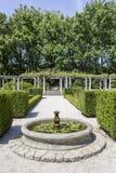 波尔图,葡萄牙- 2015年7月05日:Serralves在波尔图从事园艺,一个绿色公园 库存照片