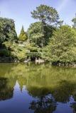 波尔图,葡萄牙- 2015年7月05日:Serralves在波尔图从事园艺,一个绿色公园 库存图片