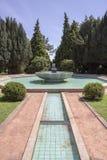波尔图,葡萄牙- 2015年7月05日:Serralves从事园艺绿色公园 库存照片