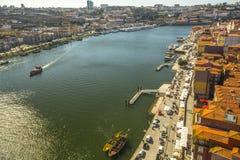 波尔图,葡萄牙-杜罗河河顶视图在波尔图的中心 免版税库存照片
