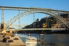 波尔图,葡萄牙-著名Dom我在Ribeira跨接在波尔图的雷斯 免版税库存图片
