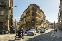 波尔图,葡萄牙-街道的图一是老镇在波尔图 免版税库存照片