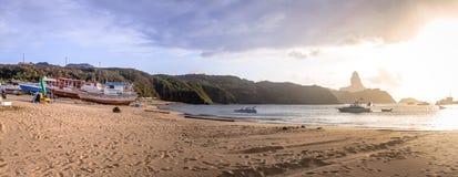 波尔图de Santo安东尼奥海滩-费尔南多・迪诺罗尼亚群岛, Pernambuco,巴西全景  免版税图库摄影