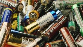 波尔塔瓦,乌克兰, DEC 2014年:Penlight电池-对回收的需要 股票录像