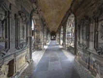 波尔塔老黑历史的罗马门户被成拱形的拱廊内部  库存图片