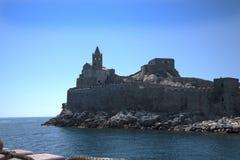 波尔托韦内雷利古里亚的Cinqueterra海岸线的一个渔村在北意大利 村庄不可能由路到达, 免版税图库摄影