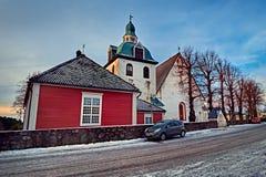 波尔沃,芬兰- 2018年12月25日:蓝色小时日出的中世纪石头和砖波尔沃大教堂 免版税库存图片
