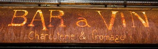 波尼斯奥,科西嘉- 2019年 生锈的酒吧标志 免版税图库摄影
