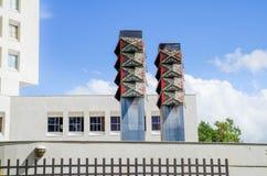 波帕扬,哥伦比亚- 2018年3月31日:absctract金属结构室外看法位于城市的popayan  免版税图库摄影