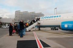波恩科隆,德国, 12月16日 2017年:飞机在波恩科隆国际机场 Pobeda航空公司波音737与 免版税库存照片