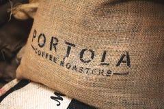 波托拉咖啡烘烤器粗麻布大袋 库存图片