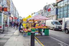 波托贝洛路市场,一条著名街道在诺丁山,伦敦,英国,英国 库存图片