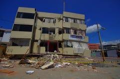 波托维耶霍,厄瓜多尔- 2016年4月, 18日:修造显示后果7 8地震 库存照片