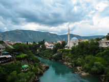 000 200 1993 1994年波斯尼亚项目符号民用战斗的黑塞哥维那钻孔被杀死的莫斯塔尔期间愤怒壳对跟踪墙壁战争 免版税库存图片