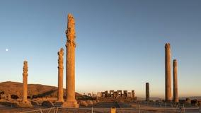 波斯波利斯废墟日落,设拉子伊朗 免版税库存照片