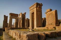 波斯的古都的墙壁 波斯波利斯是古老血红素王国的资本 伊朗的视域 古老波斯 免版税库存照片