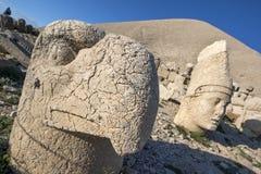 波斯老鹰神和Antiochus的雕象在西部平台在Mt内姆鲁特火山在土耳其 库存照片
