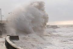 波斯考尔的,南威尔士,英国风雨如磐的海 库存照片