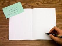 波斯语;学会在笔记本的新的语言文字词 免版税图库摄影