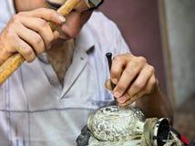 波斯黄铜艺术被刻记的瓶子 免版税库存图片