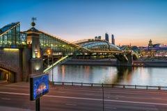 波格丹赫梅利尼茨基桥梁 莫斯科 夜间 库存图片