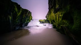 波浪冲入圣地亚哥海滩 免版税图库摄影