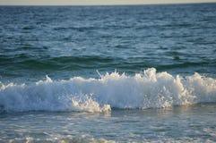 波浪冲进来 图库摄影