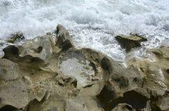 波浪和岩石11 免版税库存照片