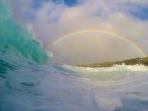 波浪和彩虹 免版税库存图片