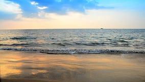 波浪和沙子海滩 股票录像