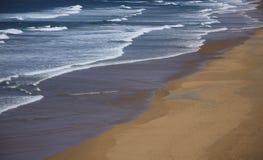 波浪和沙子 免版税图库摄影