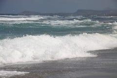 波浪和白色泡沫 库存图片