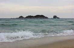 波浪在日本海,俄罗斯。 库存图片