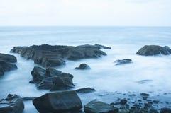 波浪在晚上 免版税图库摄影