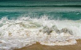波浪岸转储 库存照片