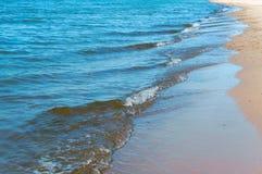 波浪或波纹在水,背景海水 库存照片