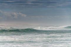 波浪打破 库存图片
