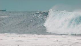 波浪打破 股票视频