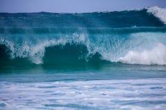 波浪打破 免版税库存照片