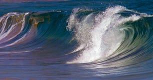 波浪断裂/海浪断裂在夏威夷 免版税图库摄影