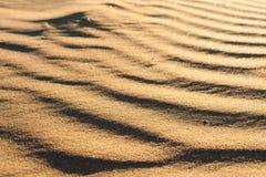 波浪沙丘的纹理 库存图片