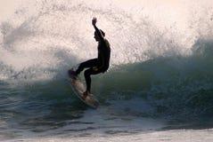 波浪的冲浪者 库存照片