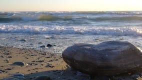 从波浪的日出 图库摄影