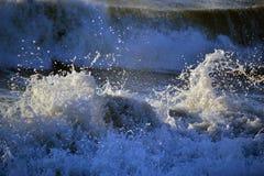 从波浪的浪花在海浪期间 库存照片