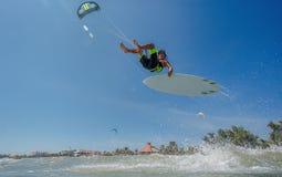 波浪的风筝Boarding.Kite冲浪者 库存照片