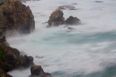 波浪碰撞 免版税库存照片