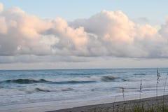 波浪碰撞 图库摄影