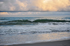 波浪碰撞 库存照片