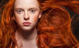波浪红色头发 免版税图库摄影